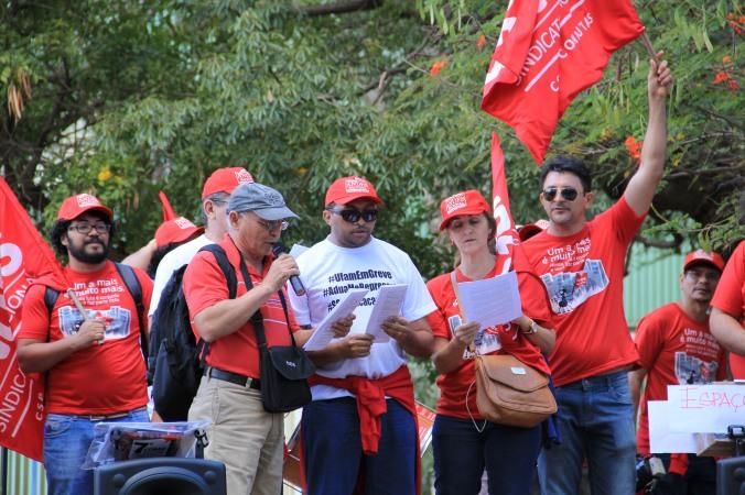Vigília em frente ao MEC